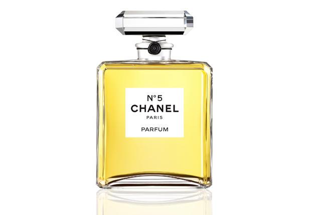 L'histoire du parfum Chanel N°5 au Palais de Tokyo