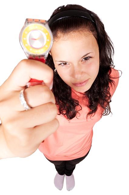 femme avec montre