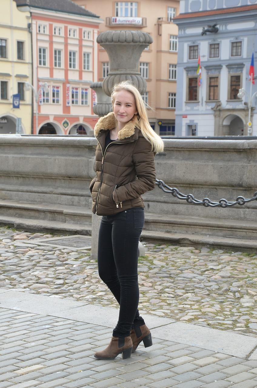 fille-blonde-doudoune